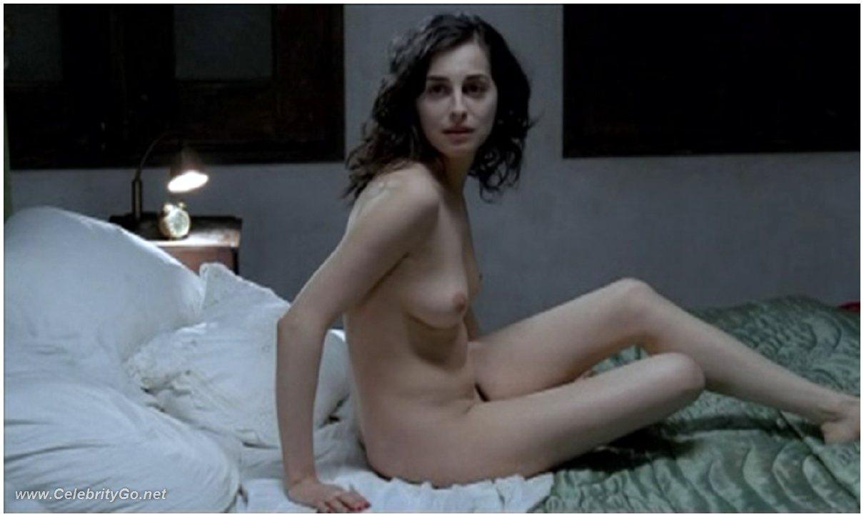 Amira casar nude