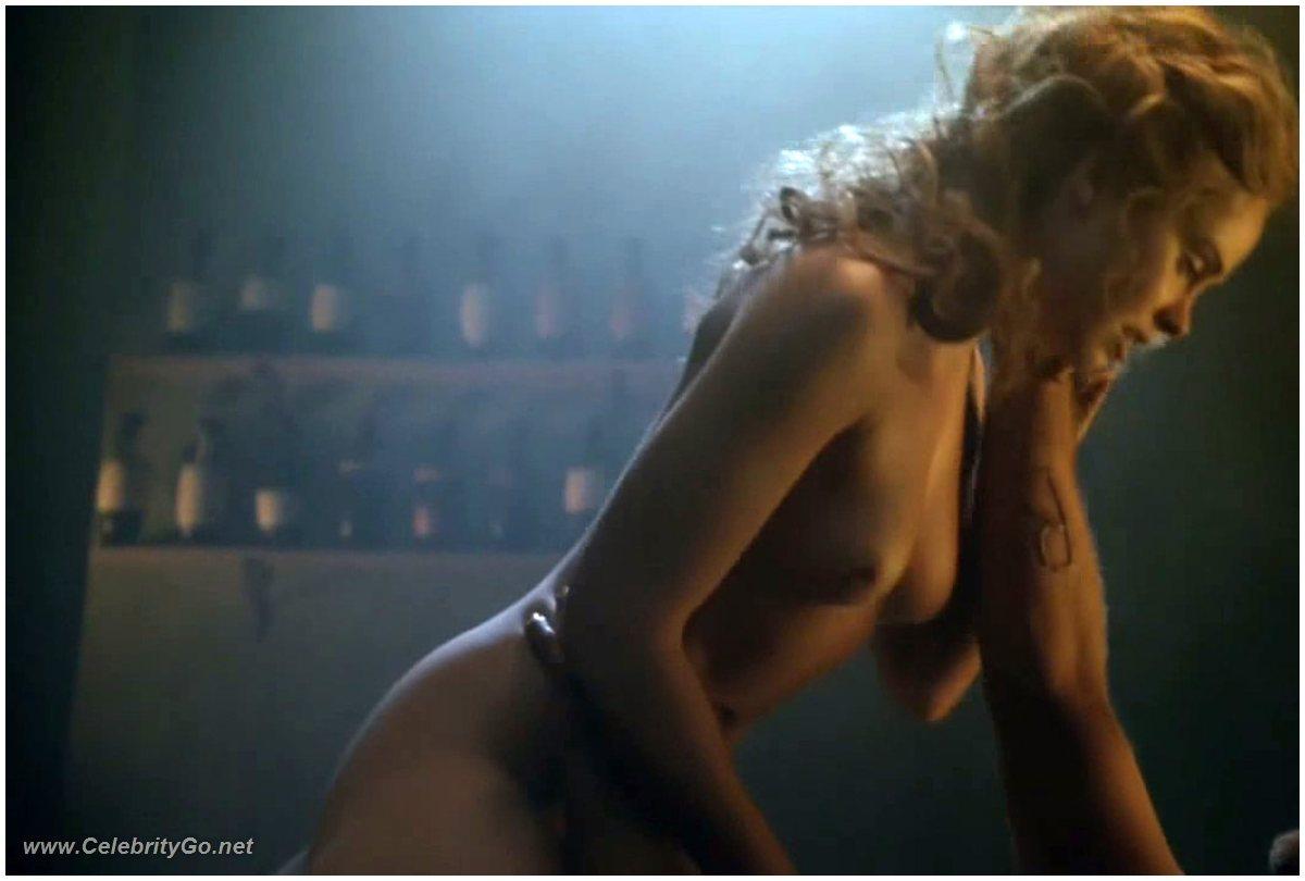 nude girl at starbucks
