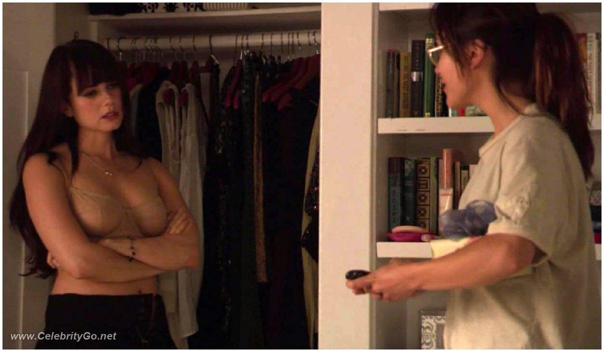 man oil massaging a naked woman