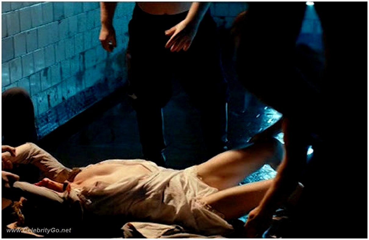 Free Nude Women Pics Taking A Bath