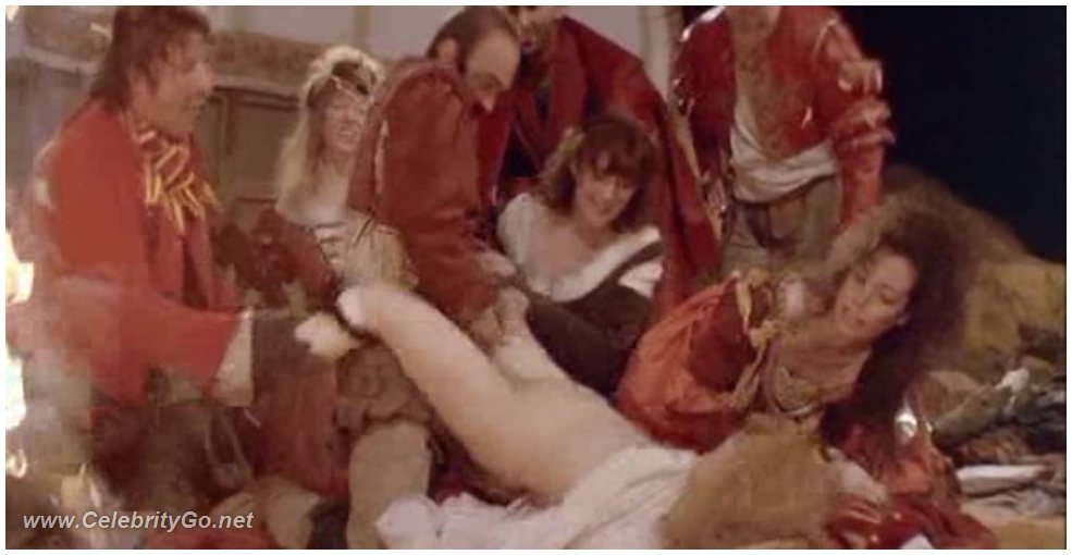 Jennifer Jason Leigh Nude Pics